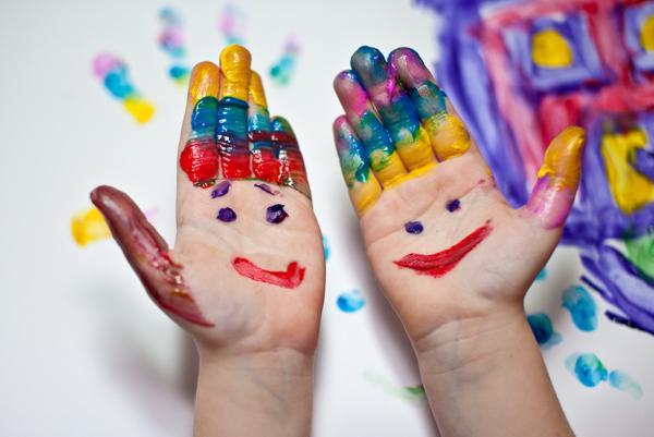 zanyatiya-s-pal-chikovy-mi-kraskami   www.u-children.ru